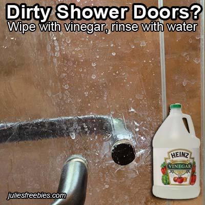 clean-shower-glass-with-vinegar